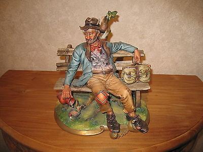 BISCUIT CAPODIMONTE *NEW* Posture Figurine clochard H.=25cm L.=25cm Prof.=20cm