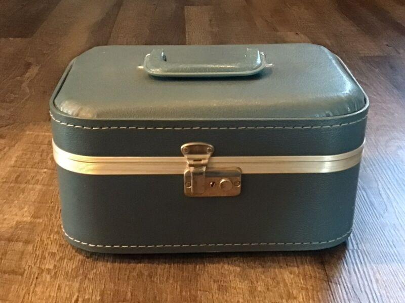 Vintage 1970s Train Case Suitcase Luggage Makeup Hard Shell Blue