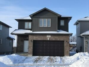 BEAUTIFUL 3 BED FAMILY HOME IN AMHERSTVIEW! 233 MacDougall Drive