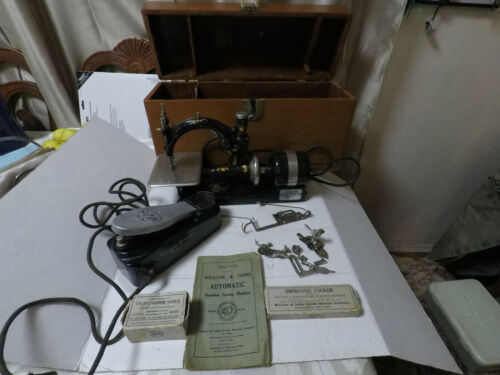 "Antique Willcox and Gibbs Sewing machine ""The RUFFLER""- LOTS of accessories!"