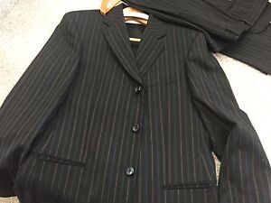 HUGO BOSS SUIT SIZE 50 black