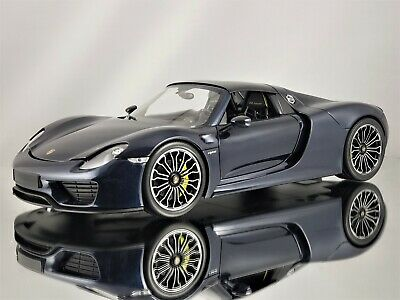 Minichamps Porsche 918 Spyder 2015 with Removable Roof Dark Metallic Blue 1:18 ()