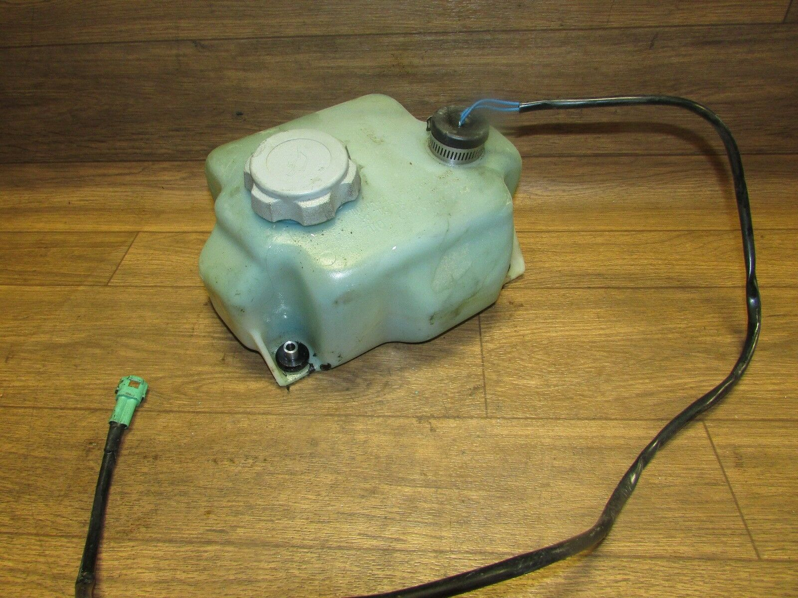 Kawasaki Jet Ski 1998 XI Sport 750, Oil Tank With Cap And Level Sensor 52001-372