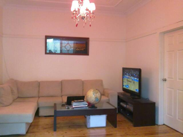 Bondi Beach Room -- Couples and Singles are welcome! | Flatshare ...