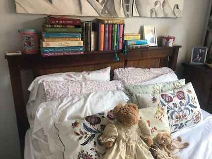 Queen bed good condition