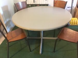 Round table - still available