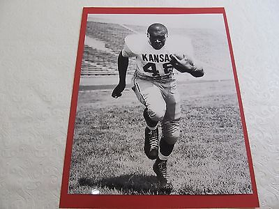Gale Sayers Kansas Jayhawks Football Black & White Photo 8 x 10 Vintage ()