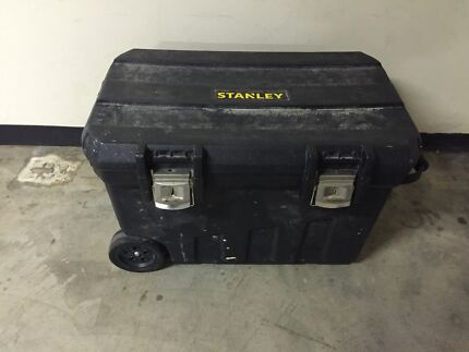 Very large Stanley toolbox box/working bench +lockable