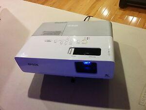 Projecteur / Projector Epson PowerLite 822+