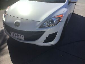 Beautiful white pearl Mazda 3 hatch With full service history