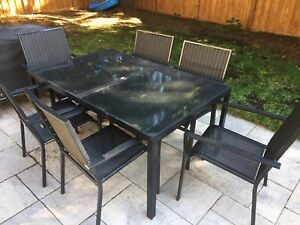 Metal outdoor dining table and 6 chairs