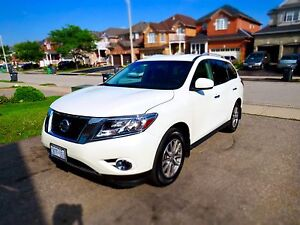 2016 Nissan Pathfinder SV 4WD (Pearl White) Back up camera, Etc