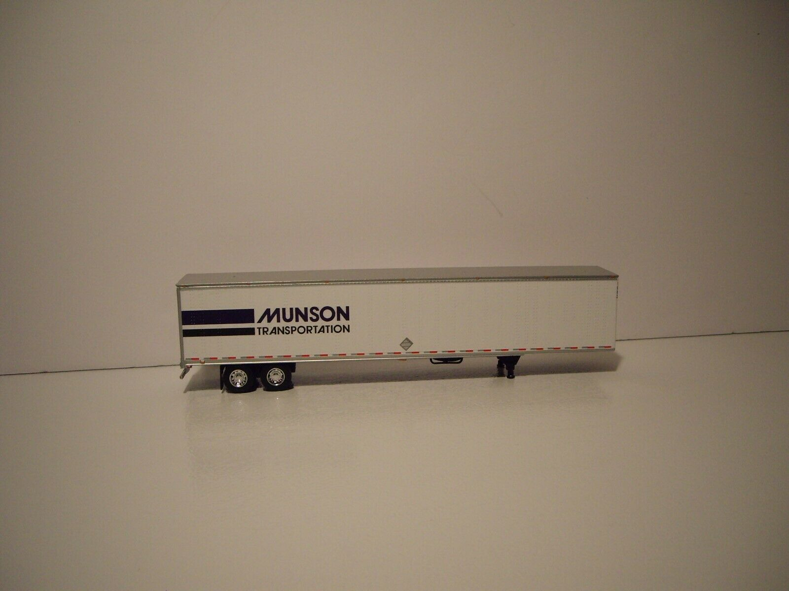 DCP 1/64 MUNSON TRANS FREIGHTLINER COLUMBIA WITH SLEEPER AND 53' DRY VAN 5