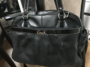 LIKE NEW BEAUTIFUL AUTHENTIC COACH BAG IN EXCELLENT CONDITION