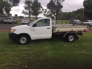 2006 Toyota Hilux Workmate Ute $4990 (LOOK AT THIS ALL TRADIE'S)