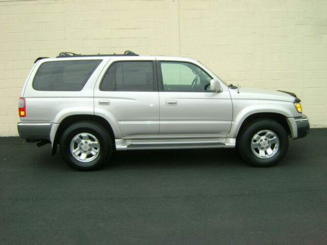 Image 1 of Toyota: 4Runner 4WD…
