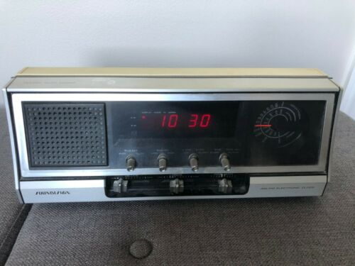 Vintage 1976 SOUNDESIGN AM/FM Alarm Clock Radio Model 3677