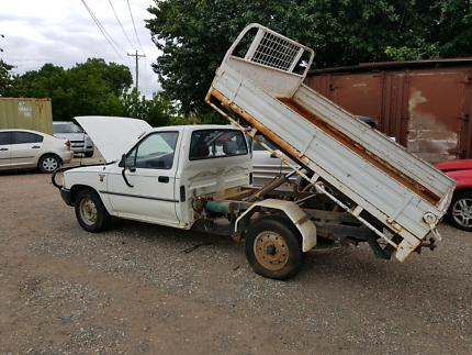 1993 HILUX WRECKING ONLY!!