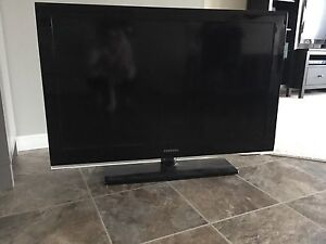 """SAMSUNG 42"""" LCD FLAT SCREEN TV-LIKE NEW CONDITION!"""