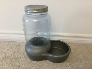 Pet water dish / pet water fountain with filter