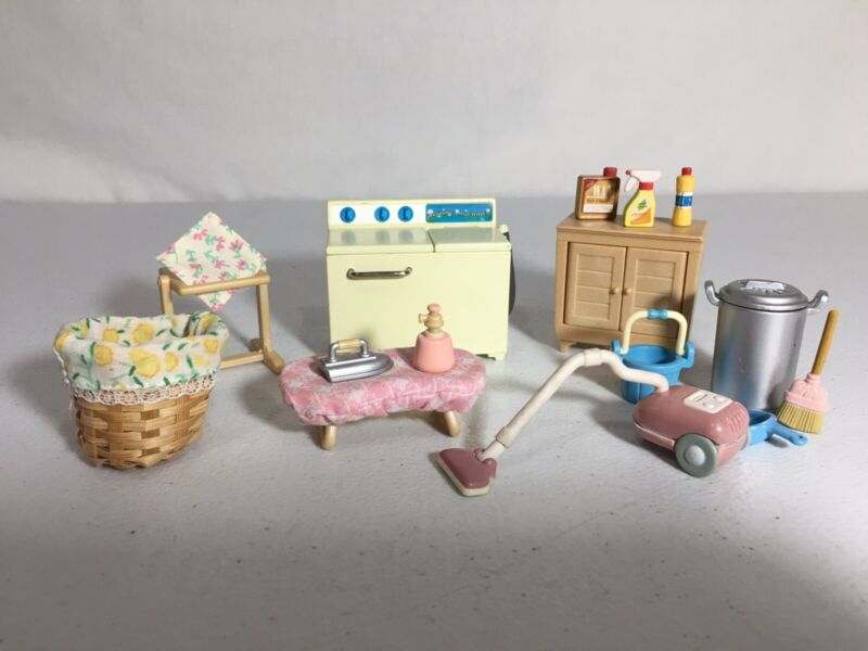 Calico critters/sylvanian families Laundry Vacuum Cleaner & Washing Machine