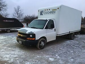 2(2007 ) cube vans 3500 with trailer hitch installed