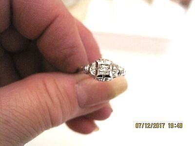 Vintage Diamond 10kt White Gold Ladies Ring Size 7 Delicate And Lovely