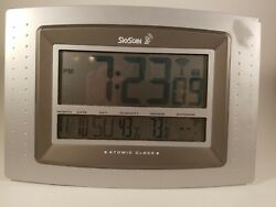SKYSCAN Atomic Digital Clock w/ Time, Date, Humidity & Temp. Syncs automatically