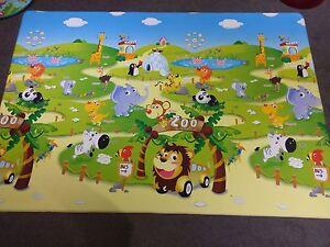 Dwinguler Reversible Children's Playmat Hoppers Crossing Wyndham Area Preview