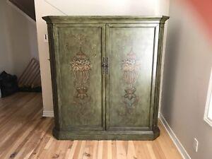 Entertainment armoire