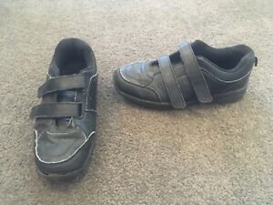 Boys US size 3 black runners Kew Boroondara Area Preview