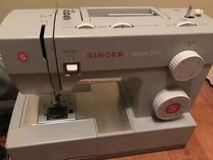 9.5/10 condition sewing machine with box