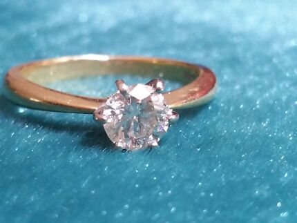 18ct Solitaire Diamond Ring Nelson Bay Port Stephens Area Preview