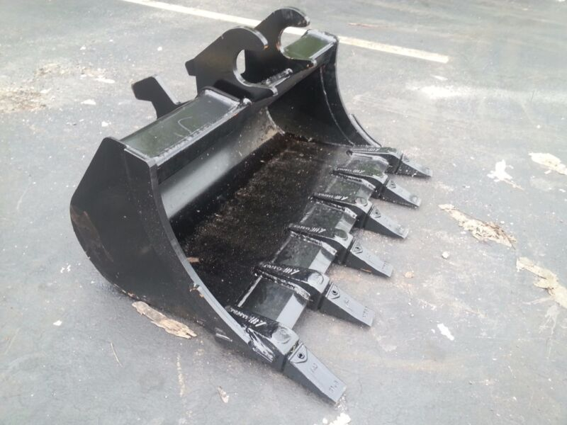 "New 36"" Excavator Bucket For A John Deere 35 Zts"