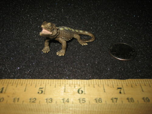 Schleich Bearded Dragon Pogona Lizard 2011 Retired Figure Animal