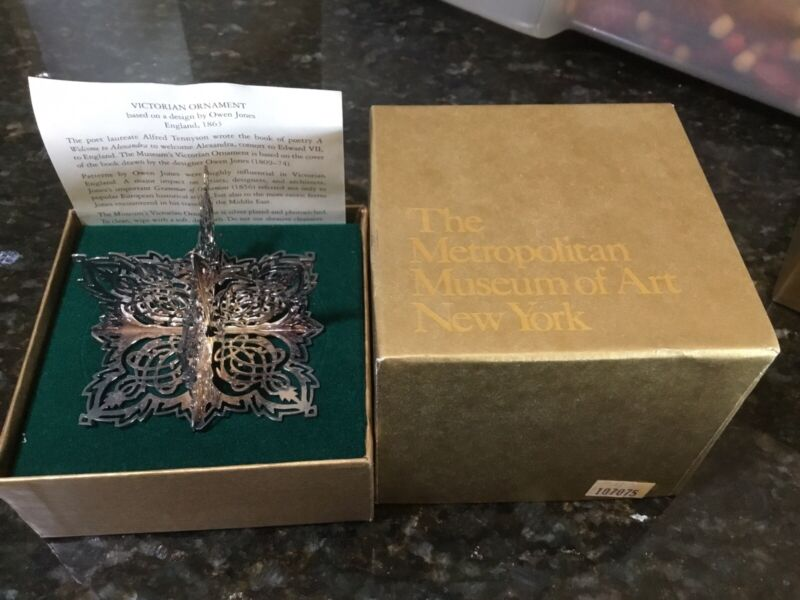METROPOLITAN MUSEUM of ART 3D Victorian  ORNAMENT SilvePlated w/Original Box