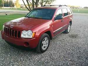 Jeep Grand Cherokee Laredo LOW KMS