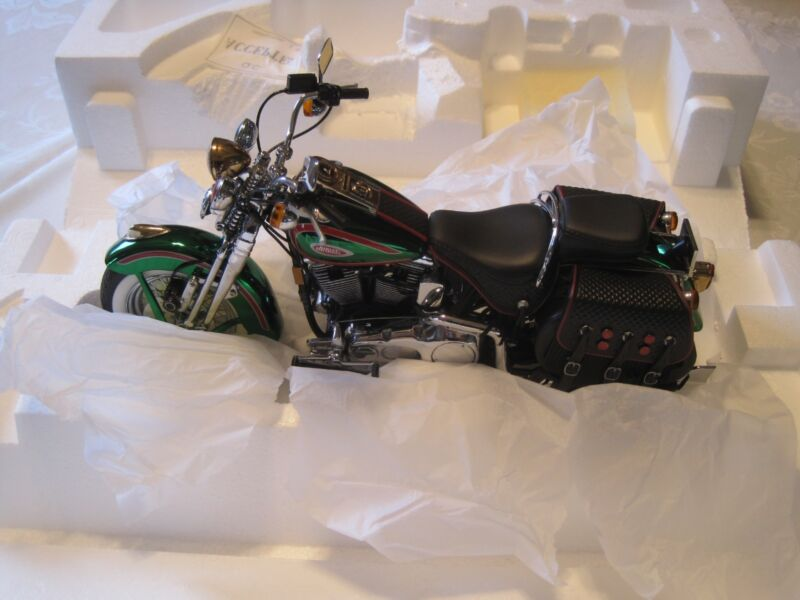 Franklin Mint Harley Davidson 2001 Christmas Heritage Springer 1/10th scale