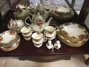 Royal Albert Old Country Roses 42 pieces dinner and tea set Mullaloo Joondalup Area Preview