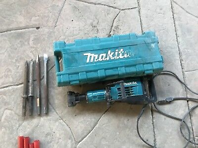 Makita Hm1307cb Demolition Jack Hammer 35lbs With 4 Diffrent Chisels.