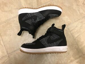 Nike Air Force 1 Flyknit Workboot size 9