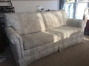 Free pull out couch. Good condition.
