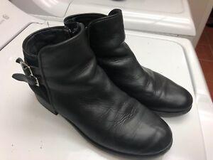 Bottes cuire grandeur 4,5