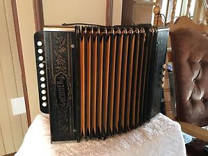 Accordéon Hohner En Excellente Condition  Aubaine!!