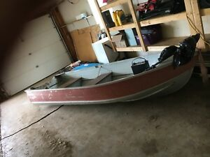 Aluminum boat with 40lbs trolling motor and deep cell battery