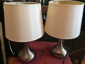 Deux petites lampes de chevet