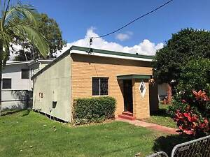 PET FRIENDLY - FULLY FENCED - 1 BEDROOM HOUSE Nudgee Beach Brisbane North East Preview