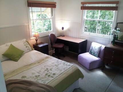 PERFECT BIG PRIVATE COUPLE ROOM, BILLS & WiFi INCLUDED