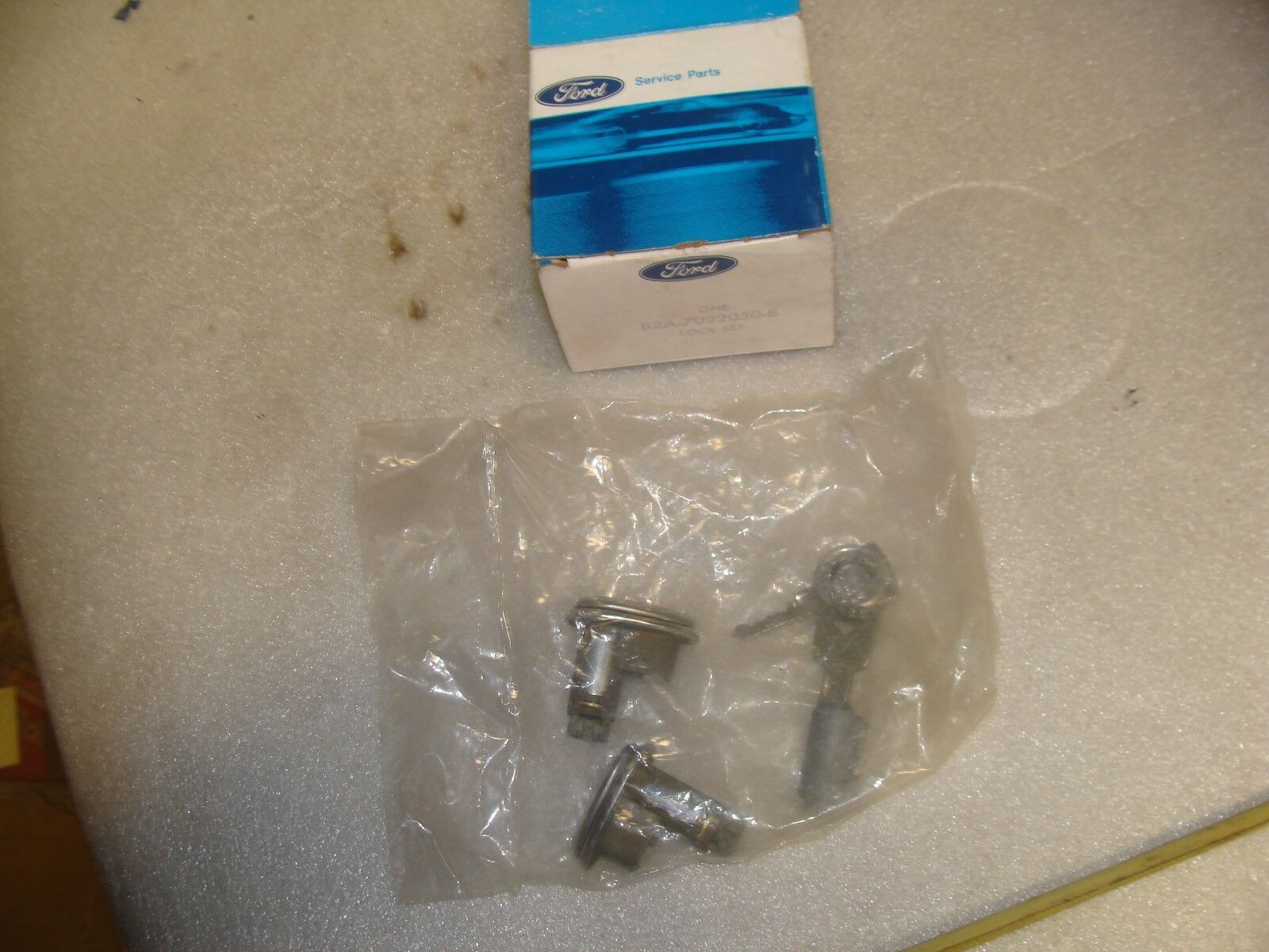 49-50 Merc door locks and ignition with keys NOS.   P-4