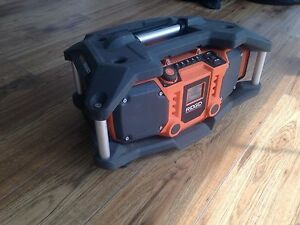 RIGID JOB SITE RADIO WITH AUX AND USB IN EXCELLENT CONDITION